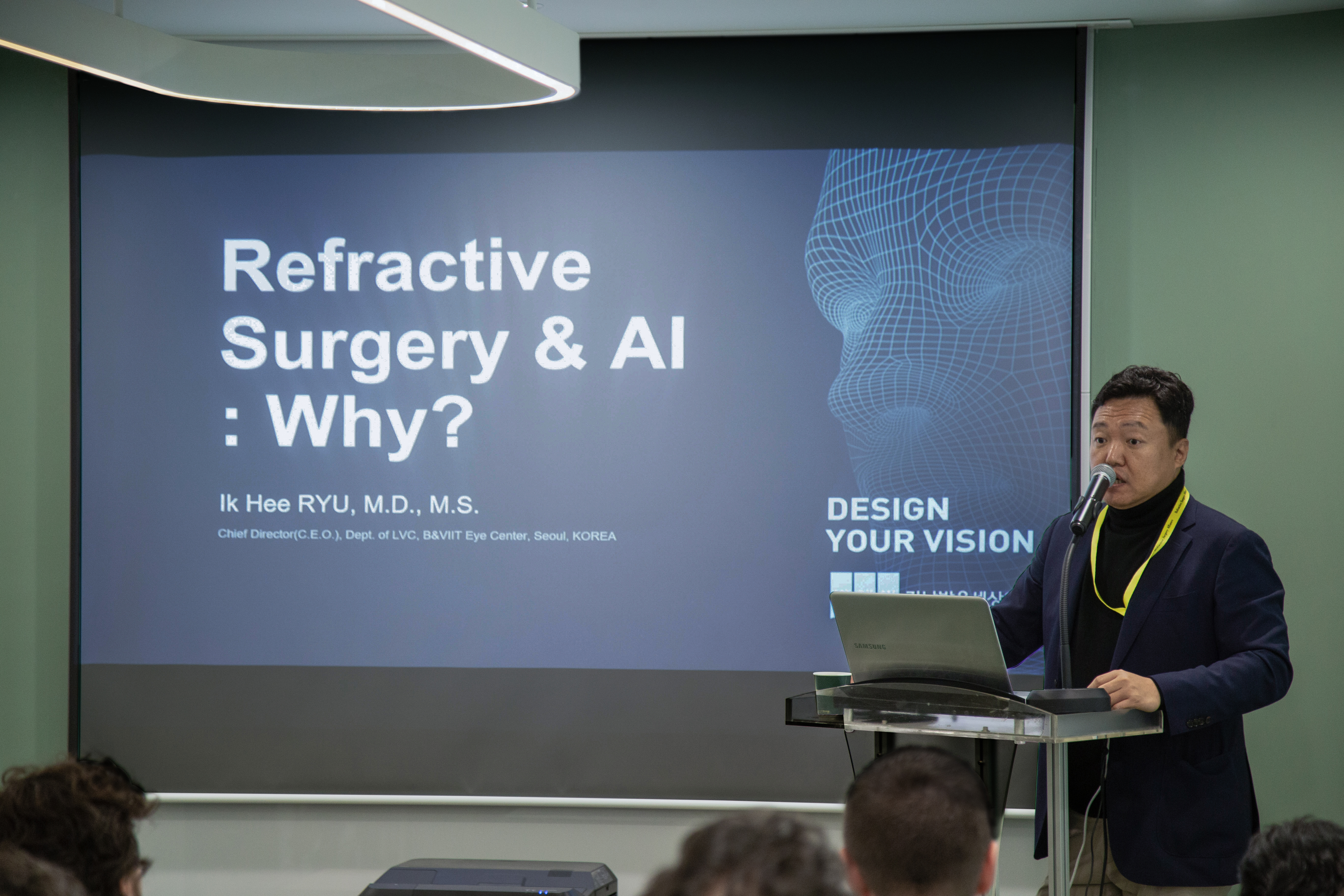 Ik Hee Ryu, MD, MS from B&VIIT Eye Center is speaking at a conference of B&VIIT AI.